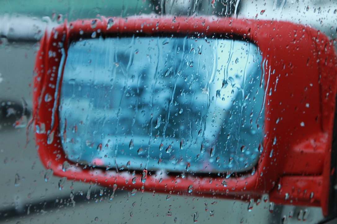 Car window rain-88009_1280_CC0